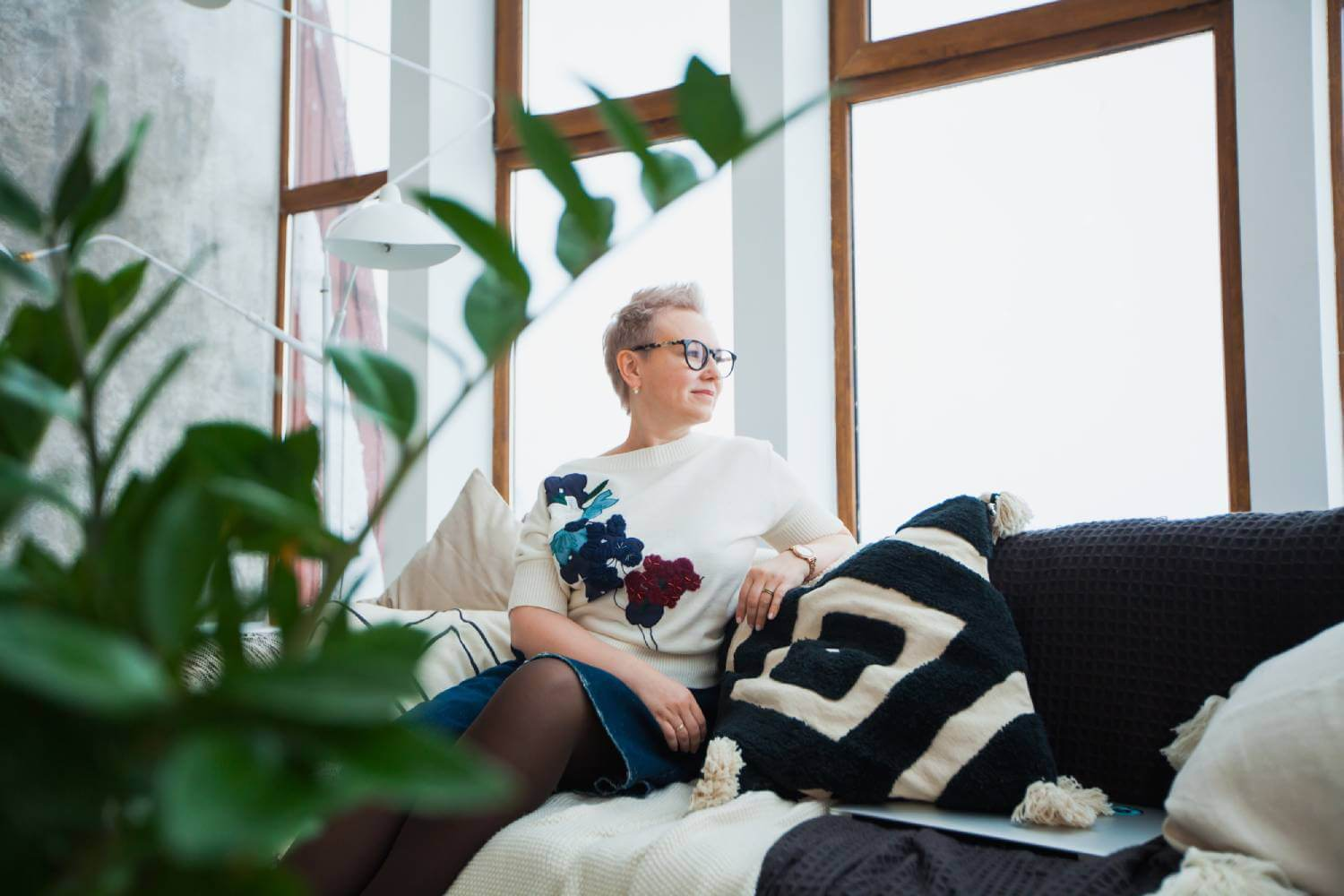 blog banner, woman on couch